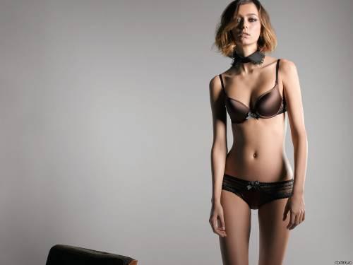 Фото девушек - Девушка в коричневом сексуальном лифчике, в бикини