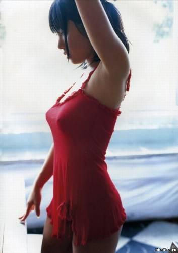Фото девушек - Японка с красивым бюстом в красном белье