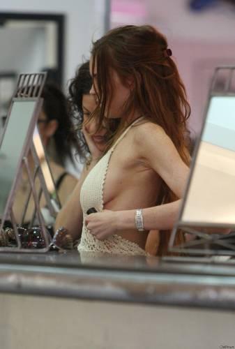 Фото девушек - Красавица модель в платье секси без лифчика