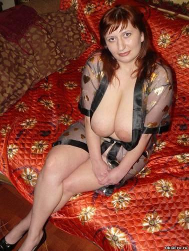 Фото девушек - Роскошная мадам - большая грудь без лифчика