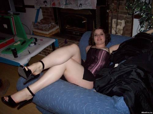 Фото девушек - Корсет и голые ноги - фут фетиш фото