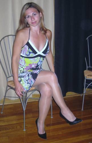 Фото девушек - Девушка в платье, в колготках