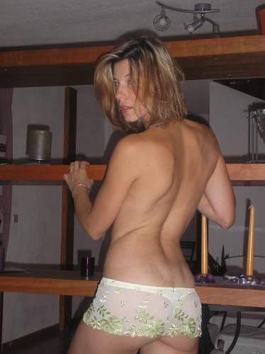 Фото девушек - Секси девушка в стрингах без лифчика