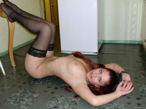 Фото девушек - Топлесс в черных чулках - красивая фигура
