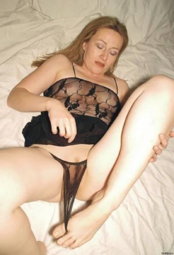 Фото девушек - Amateur photo girls slutwife-with-toes-in-her-sheer-panties
