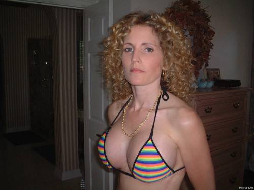 Фото девушек - Шикарная грудь 3 размера в эротичном лифчике